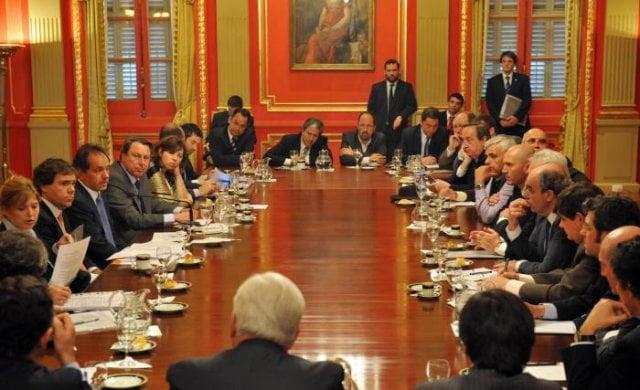 Scioli se reúne con intendentes y legisladodres del FpV