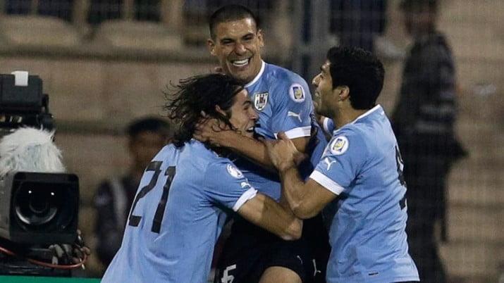 Uruguay aplastó a Jordania y puso un pie en Brasil 2014