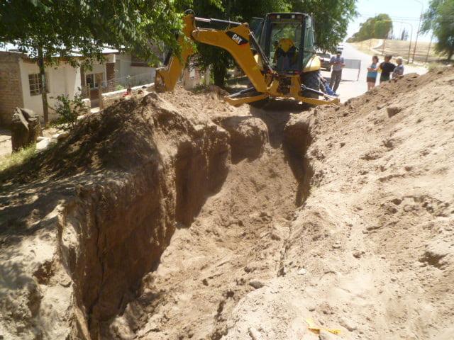Rescatan a un obrero que quedó sepultado tras un derrumbre