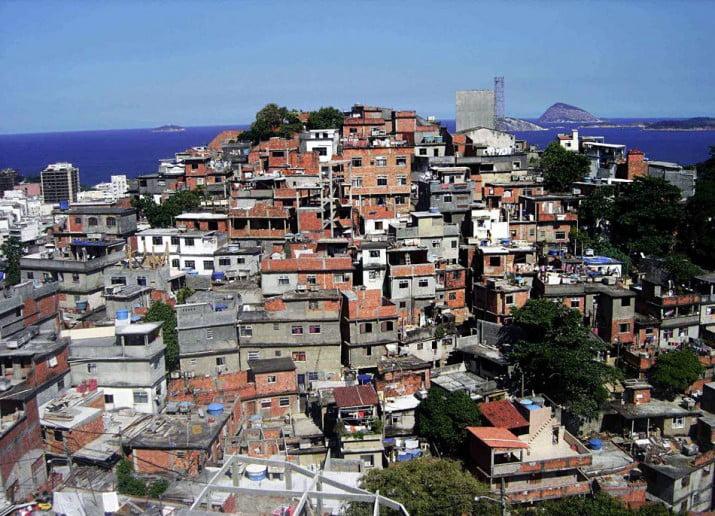 Narcos y milicias gobiernan casi todas las favelas de Río de Janeiro