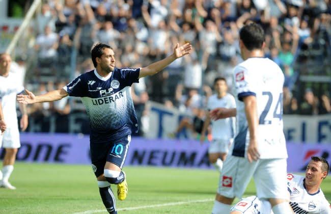 Gimnasia se hizo fuerte en el Bosque y venció a Quilmes