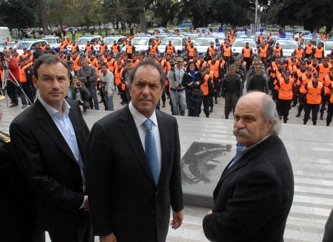 Daniel Scioli regresa de Brasil para dialogar con la policía provincial