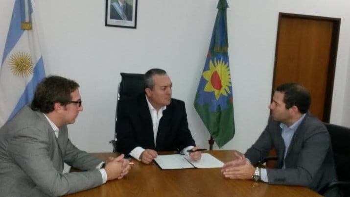 Breitenstein firmó el traspaso definitivo de la ex Gatic a la Cooperativa Textiles Pigüé
