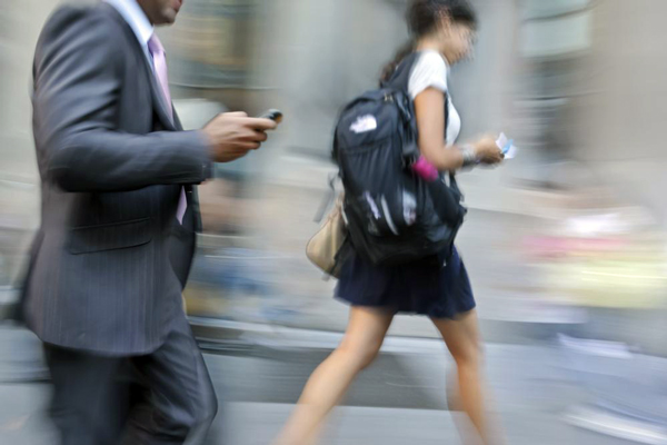 El uso del celular altera la postura y el equilibrio
