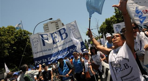 FEB pide paritarias y una cláusula para reabrirlas ante la inflación