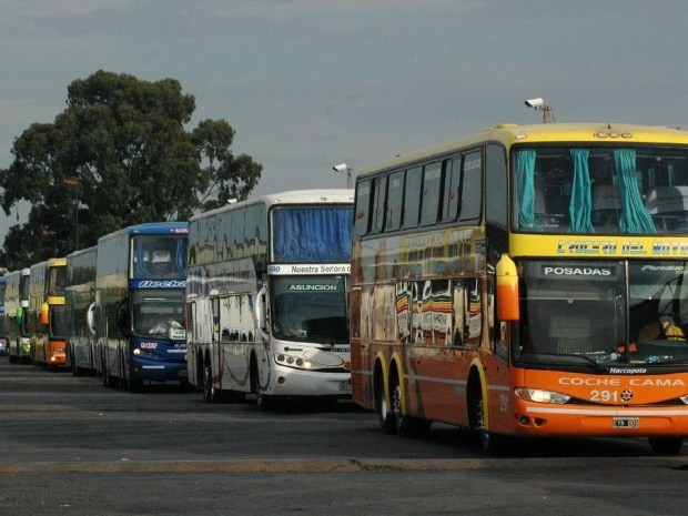 UTA amenaza con paro de micros en recambio turístico