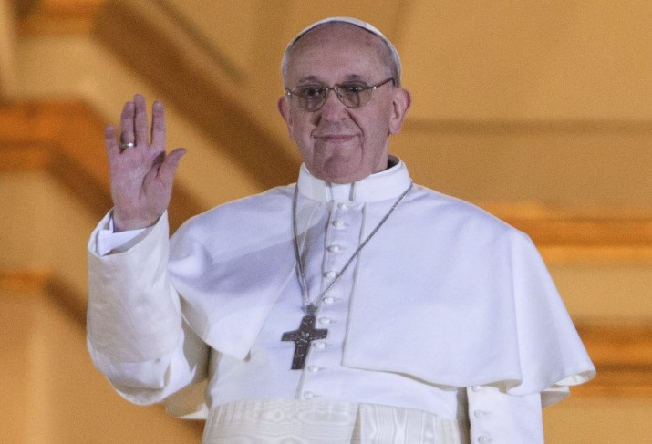 """El papa suprime el título de """"monseñor"""" en la Iglesia"""