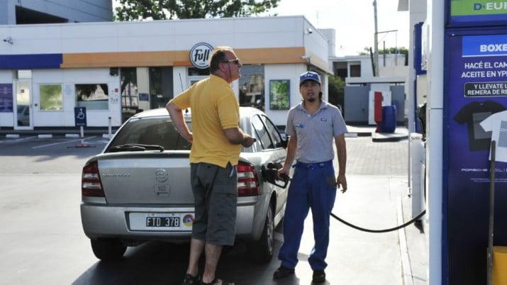 Anuncian acuerdo con petroleras y establecen un 6% como tope de aumento