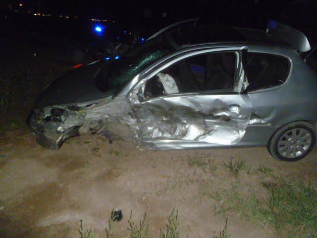 Camión chocó parte trasera de auto. No encuentran al camionero
