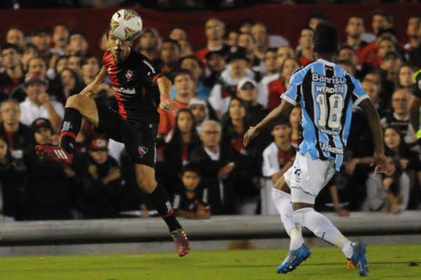 Newell's se durmió y Gremio igualó el juego con el tiro del final en Rosario