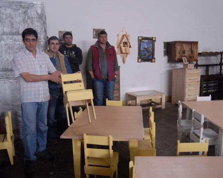 Proponen que presos reparen muebles dañados de escuelas