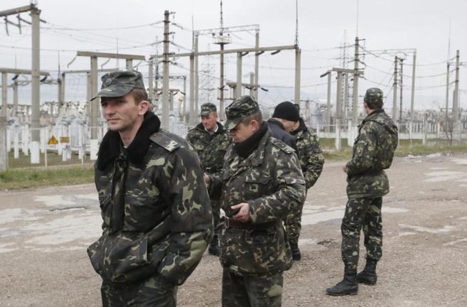 El presidente de Ucrania ordena el repliegue de sus tropas en Crimea