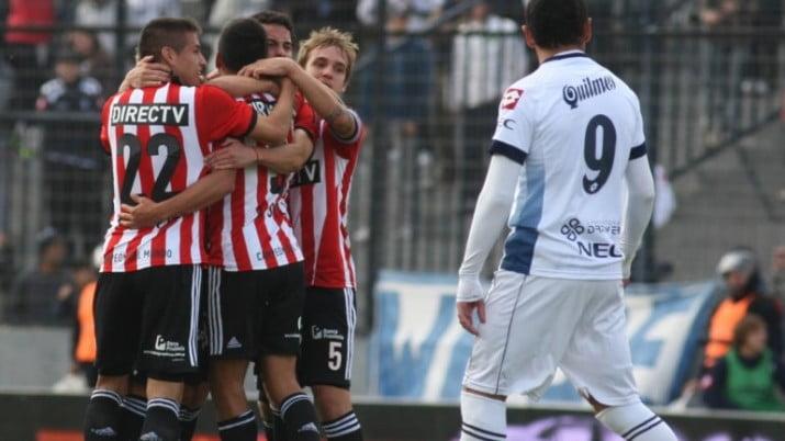 Estudiantes ganó, sigue líder del torneo y hunde más a Quilmes en el promedio