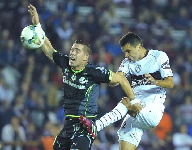 Lanús, con lo justo, le ganó sobre el final al Santos Laguna