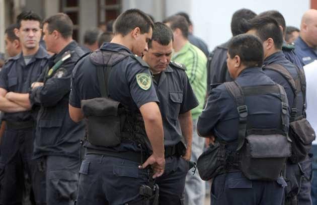 Aumentan los sueldos de la Policía un 28% en dos tramos