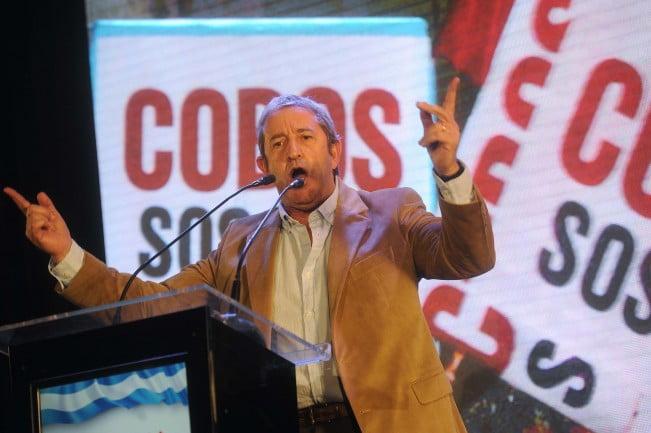 Se adelantó Cobos y lanzó su precandidatura a presidente por el FAU
