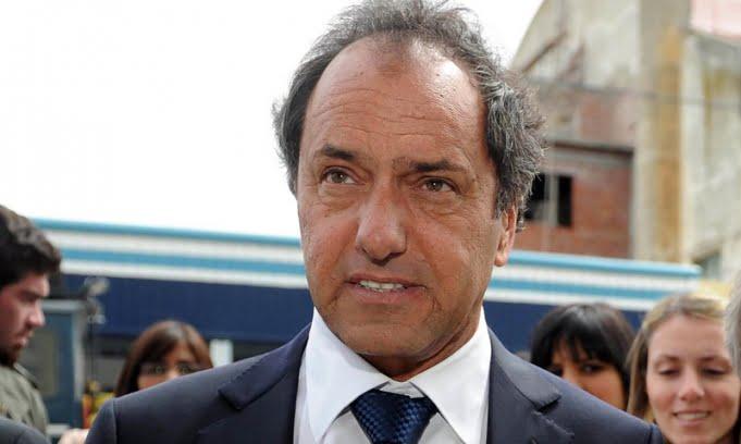 Scioli dice que representa a todo el peronismo y al oficialismo