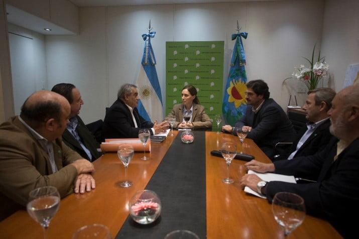 LA GOBERNADORA Y PRODUCTORES EN REUNION