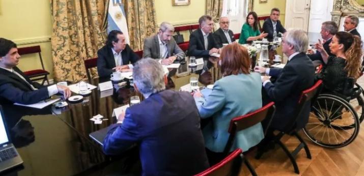 """El Gobierno prepara una transición por decreto por la """"falta de interés"""" peronista"""