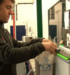 El INTA desarrolló el primer equipo del país que pasteuriza leche ya envasada
