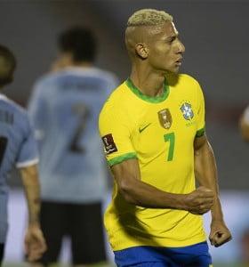 Brasil derrotó a Uruguay y sigue arriba en las posiciones
