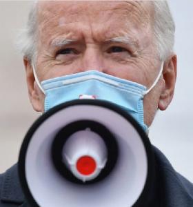 Con Biden a punto de ser declarado ganador, Trump lleva su pelea a las cortes