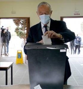 El conservador Marcelo Rebelo de Sousa fue reelecto en Portugal