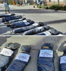 La macabra instalación de bolsas mortuorias en la marcha opositora