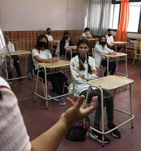 The Lancet advierte que las clases presenciales aceleran los contagios