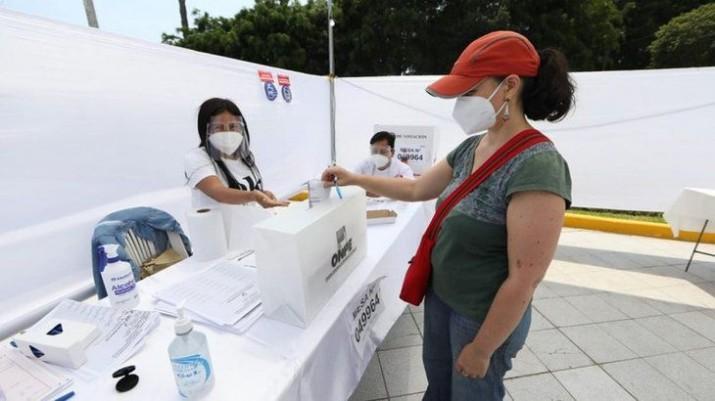 Perú: bocas de urna colocan a Castillo en segunda vuelta