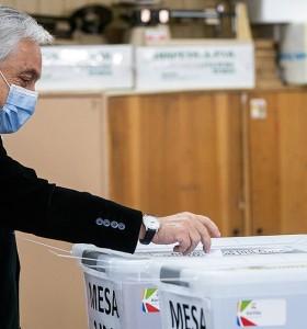 La histórica elección se consagra la triple derrota oficialista en Chile