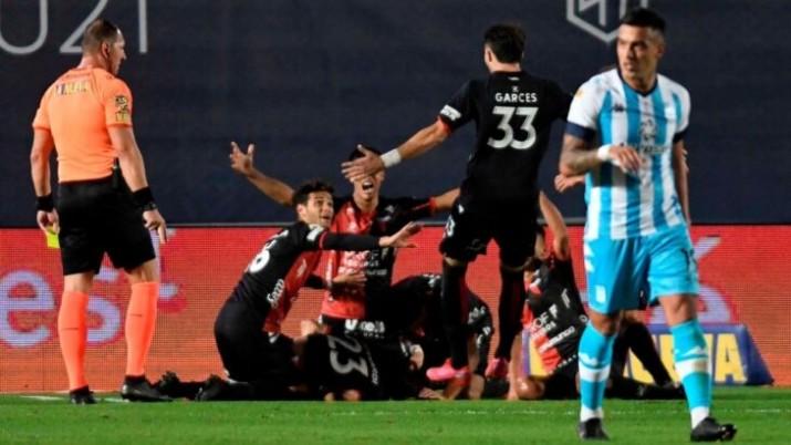 Colón goleó a Racing y logró el primer campeonato de su historia