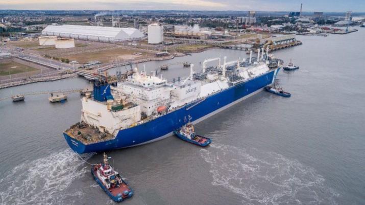 Comenzó a operar el buque regasificador Exemplar en Bahía Blanca